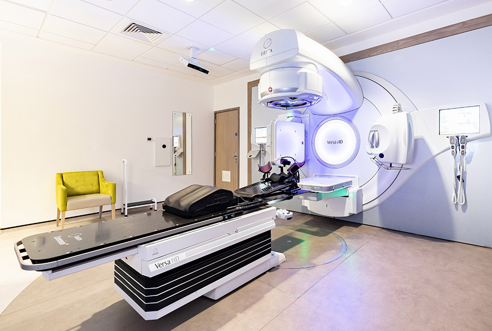 Radiotherapy machine and treatment room